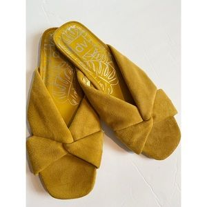 Dolce Vita DV Mustard Yellow Suede Lk Sandals 8.5